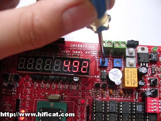 这是adc0832数字电压表数码管实验程序的演示