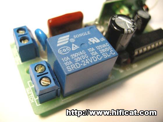 """右側""""switch""""接線端:連接控制設備"""