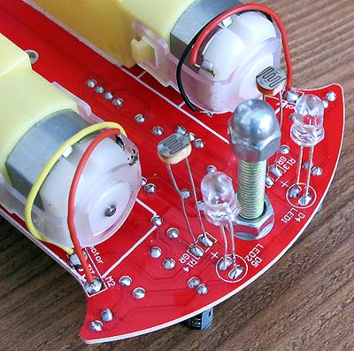 只要增加一些控制电路就能完成循迹小车,救火机器人,足球机器人,避障