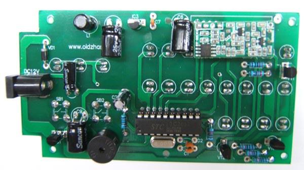 测量20脚集成电路插座的20脚对地电压和无线