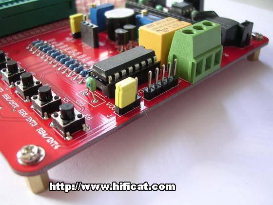 实验板上的电路原理图如下,读者可以将继电器的触点引出,用来控制220v