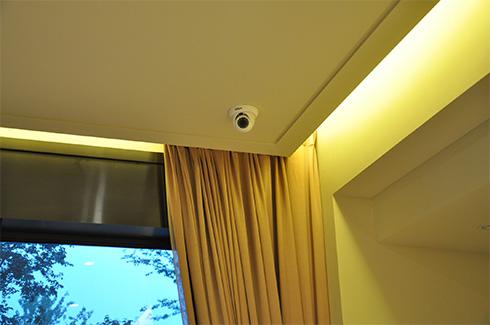 安装好的室内网络摄像头